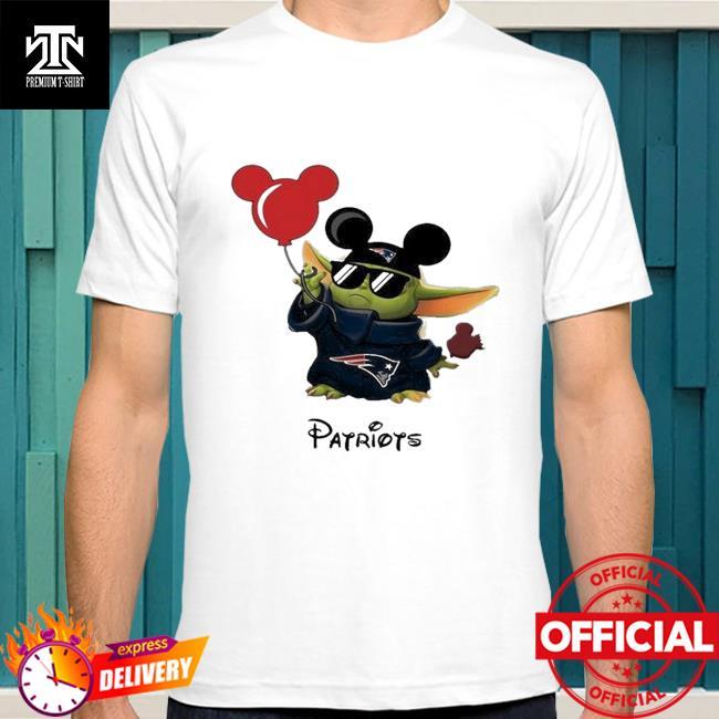 New England Patriots Baby Yoda Vacay In Disneyland Fan T Shirt
